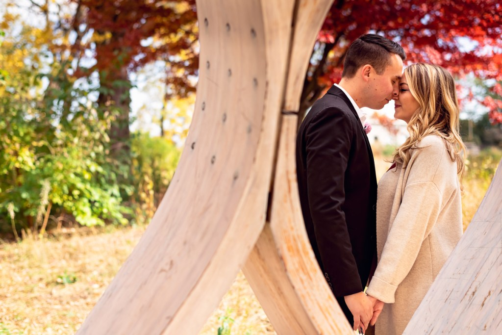 An engagement session for an engaged couple in Lincoln Park in the fall by a wedding photographer Mila Craila Photography