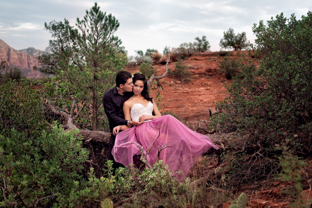 An engagement session for an engaged couple in Sedona, Arizona in the fall by a wedding photographer Mila Craila Photography