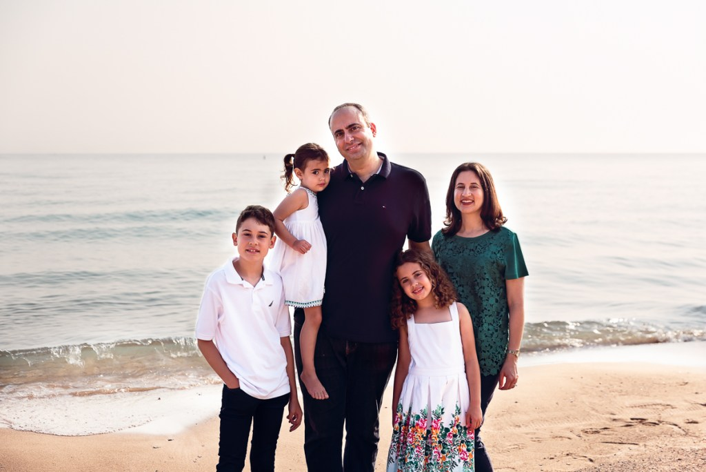 Family session for a family of five on the beach at Gillson Park in Wilmette by family photographer Mila Craila Photography