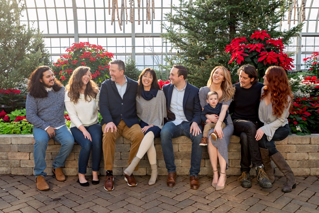 Extended family session for a family with a toddler boy at Garfield Park Conservatory in Chicago on Christmas by family photographer Mila Craila Photography