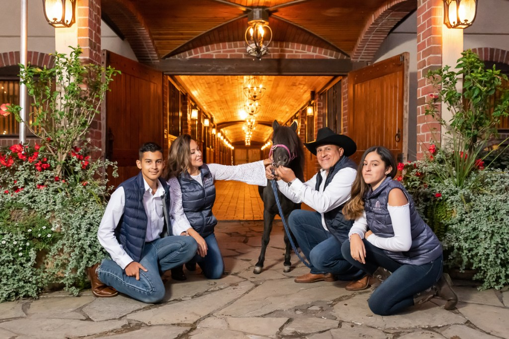 Family session for parents and teenage kids and a pony horse at Rancho Los Guzman in Joliet in the fall by family photographer Mila Craila Photography