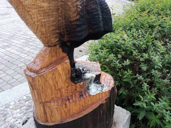Bruciata nel Milanese la statua della partigiana martire del fascismo