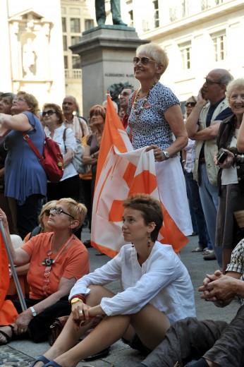 Palazzo Marino, il popolo arancione in piazza per il consiglio comunale
