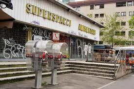 """Un'immagine del mercato comunale come si presentava negli anni """"dell'abbandono"""" (photo:urbanfile)"""