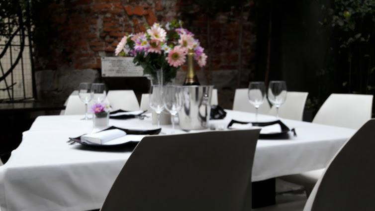 la particolare location per un pranzo o una cena ai piedi della torre (foto gentilmente concessa da Pane e Vino per Milano al Quadrato)