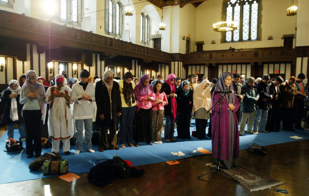 Dr. Amina Wadud (center right) leads a group of women at the first public, mixed-gender Muslim prayer service that was held in New York City, March 18, 2005. Dr. Wadud, is a professor of Islamic studies at Virginia Commonwealth University. The service was held at the Synod House in New York. REUTERS/Jeff Christensen JC