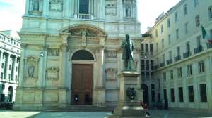 Piazza San Fedele and the statue of Manzoni