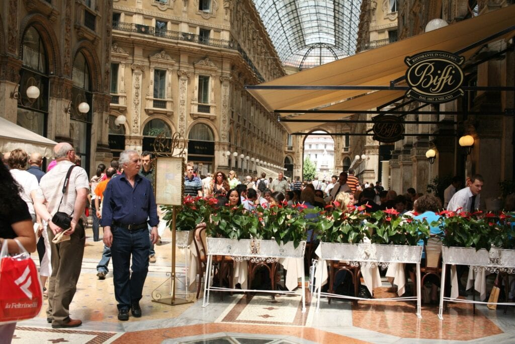 Outlet shopping milan italy for Milano fashion outlet