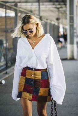 фото девушка в белой рубашке и юбке