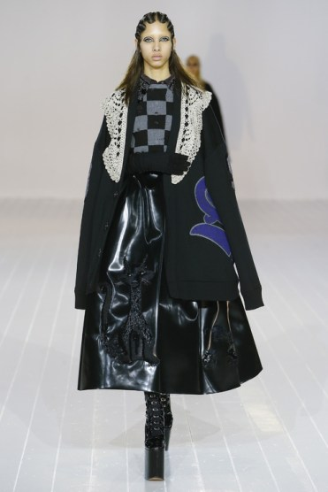 oversized-sleeves-at-marc-jacobs-fall-winter-2016-2017