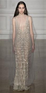 Свадебное платье в коллекции Gianbattista Valli Haute Couture Spring 2017