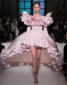 Свадебные платья в коллекции Gianbattista Valli Haute Couture Spring 2017