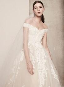 свадебное платье с открытыми плечами, вышивкой и объемной юбкой Elie Saab bridal 2018
