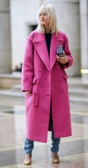 тренд весна 2017 розовое пальто