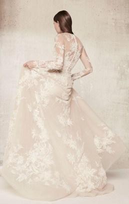 свадебное платье с вышивкой и длинными руковами Elie Saab bridal 2018