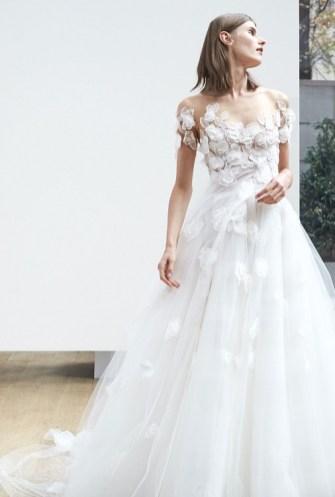 свадебное платье пышная юбка и объемные цветы Oscar de la Renta Spring 2018