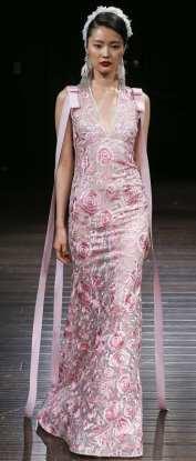 свадебное платье розового цвета Naeem Khan 2018