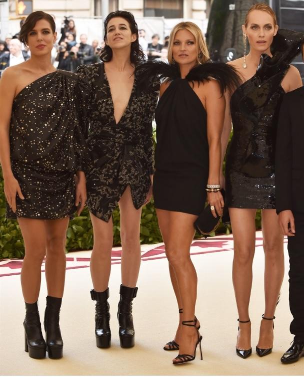 Charlotte Casiraghi, Charlotte Gainsbourg, Kate Moss e Amber Valletta in Saint Laurent