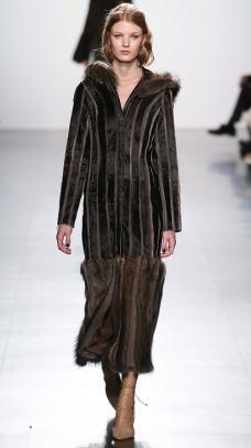 модная шуба из соболя Dennis Basso