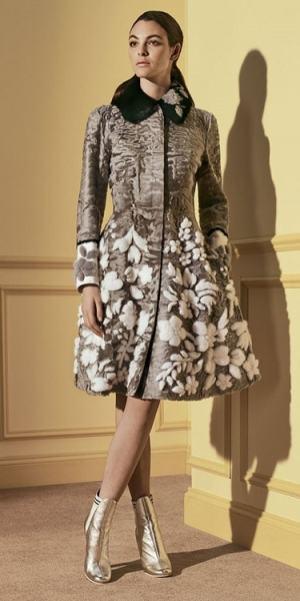 красивая модная шуба из каракуля Фенди зима 2017 2018