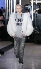 модная белая шуба Philipp Plein