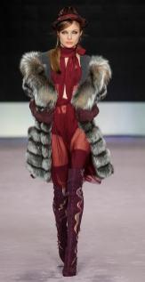 модная итальянская шуба посребренный мех