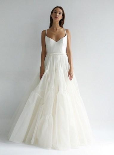 модное свадебное платье с пышной юбкой Leanne Marshall