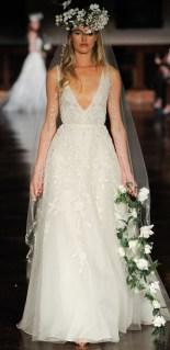 Reem Acra свадебное платье с глубоким декольте - тренд 2019