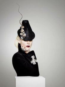 как модно стильно носить брошь на шляпе