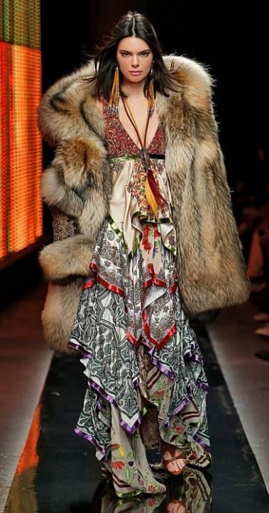 Модные шубы Dsquared2 зима 2019 италия оверсйз
