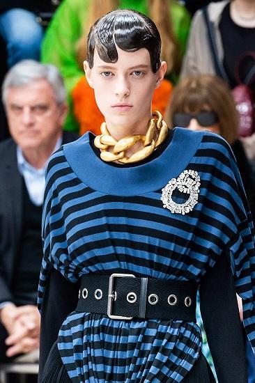 как и с чем модно носить брошь 2020 году