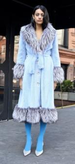 модное итальянское пальто с меховым воротником тренд зима 2019