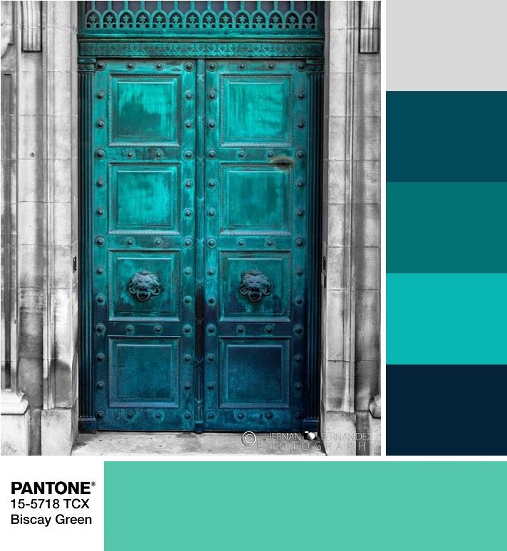 модные цвета весны и лета 2020 Pantone 15-5718 Biscay Green