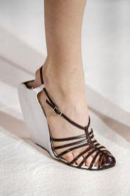 модная обувь лето 2020 - модная тенденция босоножки с тонкими ремешками