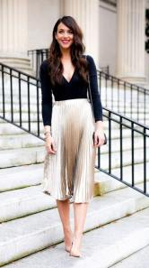 красивая плиссированная юбка золотого цвета с чем носить