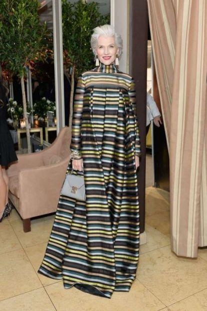 модное платье в полоску для женщины за 40 лето 2020