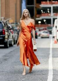 модные платья из атласа 2020 года