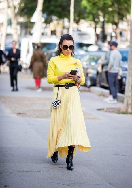 с чем носить желтую юбку плиссе