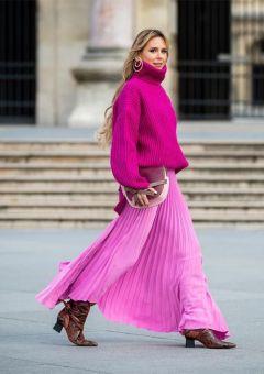 модная млиссированная юбка с чем носить малиновую юбку