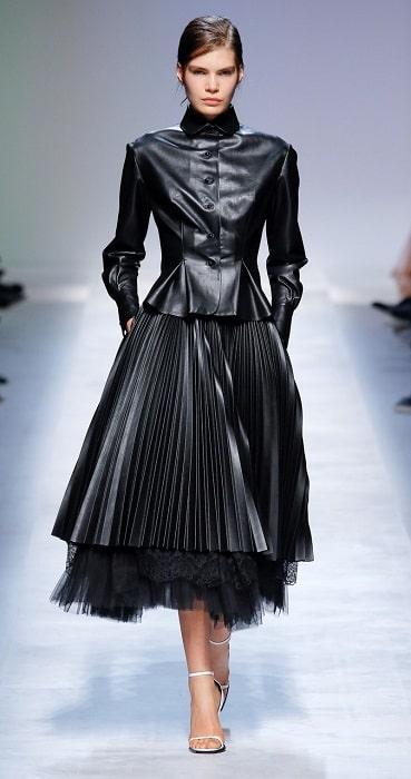юбка плиссе кожаная черная с чем носить