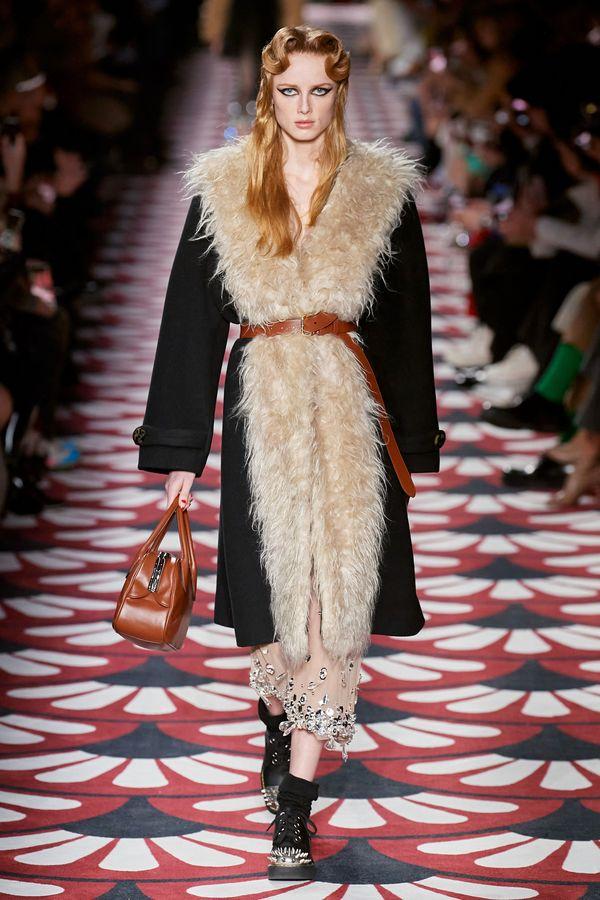 модное пальто с большим воротником 2020 2021
