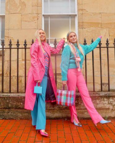 как стильно носить розовый цвет 2021