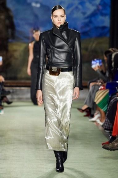 модные тенденции курток 2021 - косуха