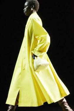 модный цвет года желтый Пантон 2021 весна лето