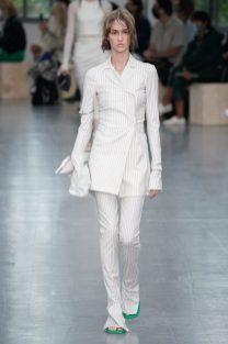 модный белый брючный костюм 2021 женский