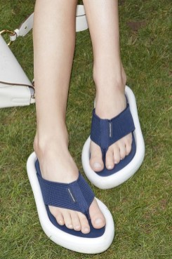 модная обувь весна лето 2021 тренд вьетнамки