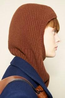 модные вязанные шапки осень зима 2021 2022 тренд балаклава или снуд