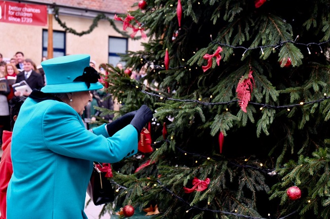 The Queen decorates the Christmas tree