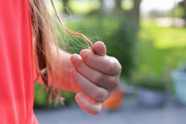 Bad habits that lead to hair getting tangled
