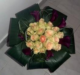 Елегантен букет от рози и кали